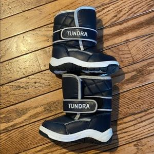 Navy tundra toddler boots size 6